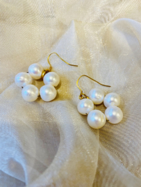 Big pearls earrings