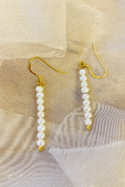 Small pearl drops earrings