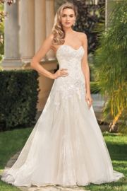 Ingrid: strapless dress with a soft heart-shaped neckline. € 1.650