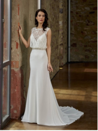 Nina: Elegant wedding dress in crepe jersey with top of filmy tulle, decorated with beautiful crystals and beads. Price: € 1,150