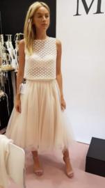 Beautiful top with short organza skirt. Top: € 495 | Skirt: € 350