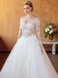 Elsie: princess wedding dress for the traditional bride with a taste of modern romance. Price: € 1.750