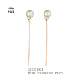 Rose-colored earrings with freshwater pearl and bar