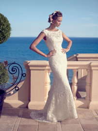 Julia: Beautiful Guipure lace over silky-soft Charmeuse.  Price: € 1.550