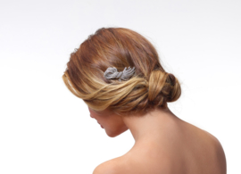 Indy: Beautiful hairpin of rhinestone crystals and freshwater pearls