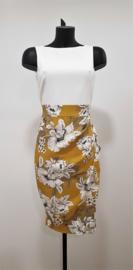 2 in 1 contrasterende jurk, versierd met een prachtige wikkelrok met bloemenprint. Middellange roklengte
