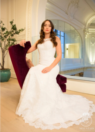Noa: Elegant mermaid wedding dress made out of lace with beautiful open back. Price: € 850