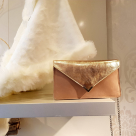 Enveloppe: clutch with chain