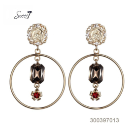 Beautiful earrings for the bride who wants some color