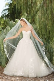 Morning Glory: Perfect sweetheart bodice flows needless in a  full ball gown skirt. Price: € 1.750