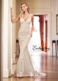 Isis: super feminine wedding dress with exceptional lace applications. Price: € 1.195