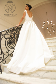 Lisa: A-line bridal gown with modern classic appearance. Price: € 850
