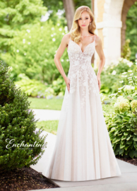 Mirthe: lovely A-line wedding dress with sequin embroidered appliqués on tulle with beading. Price: €1.195