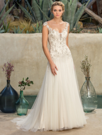 Madrona: Beaded lace applications on a V-neck bodice, dropped waist, gently flowing skirt with cathedral length train. Price: € 1.650