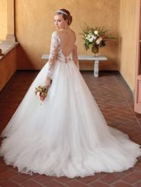 Elsie: een tijdloze hommage aan bruidsmode. €1.830