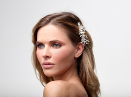 Ilse (1 piece): a handmade hair comb with rhinestone crystals, crystals, glass beads and porcelain flowers.