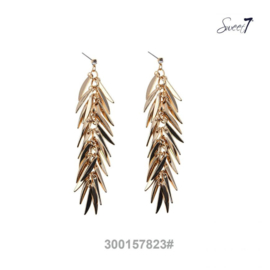 Long gold colored earrings with rhinestone
