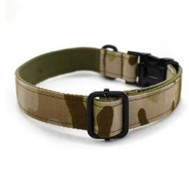 camouflage halsband en lijn zwarte afwerking