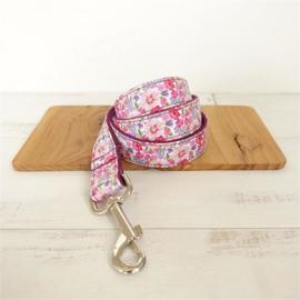 roze bloemenhalsband en lijn
