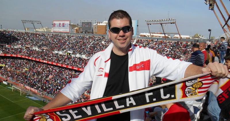 """RONDJE LANGS DE VELDEN: """"Sevilla heeft een zeer fanatieke sfeertribune die het hele stadion mee krijgt!"""""""