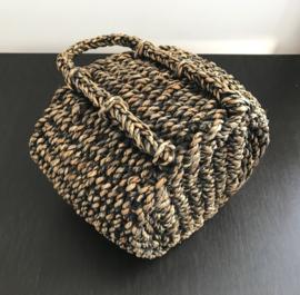 Handgemaakte tas / mand met hengsels van zeegras / waterhyacinten