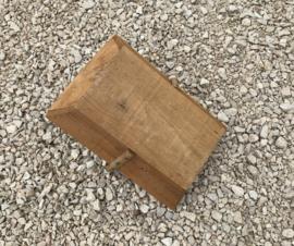 Oogstmand pluk bak hout met rotan hengsel