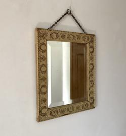 Antieke Franse facet geslepen spiegel in gedecoreerde houten lijst