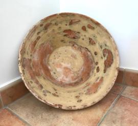 Oude verweerde Provençaalse schaal tian