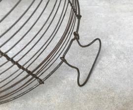 Antieke draadijzeren korf mand slawasser