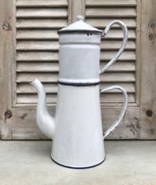 Antieke witte cafetière met opzetstuk en blauwe accenten