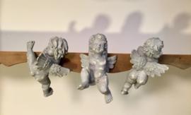 Frans grijs engelen beeldje om op te hangen