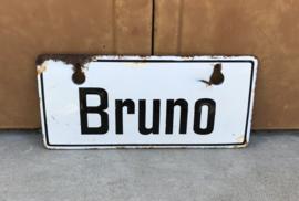 Antiek geëmailleerd ijzeren naambordje wit met zwart Bruno