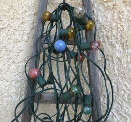 Franse vintage buiten feest verlichting  met gekleurde lampjes