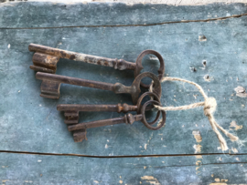 Franse antieke sleutelbos van vier stuks