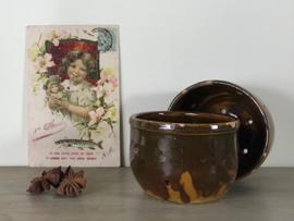 Terracotta kaasmal uit Frankrijk olijfgroen/oker gekleurd