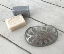 Antiek metalen zeepbakje met prachtige uitstraling