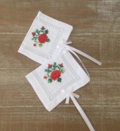 Etuitjes, mapjes, geborduurd voor geurzakjes of zeepjes