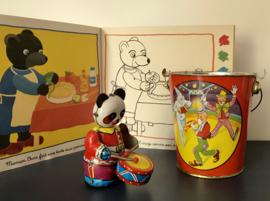 Vintage blikken speelgoed pandabeer met trommel en sleutel