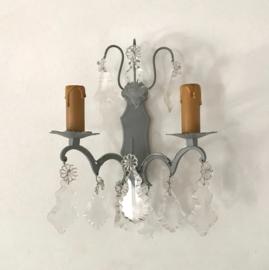 Frans wandlampje met kristallen glashangers circa 1950