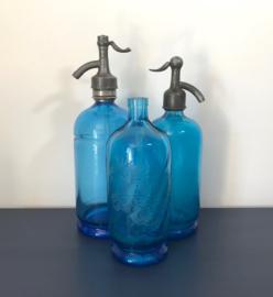 Blauwe sifon fles spuitwater fles met gravure