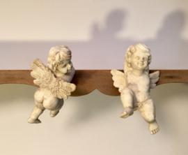 Frans ecru engelen beeldje (hars) om op te hangen