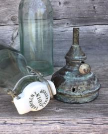 Olielampje, koper met prachtige patina industrieel