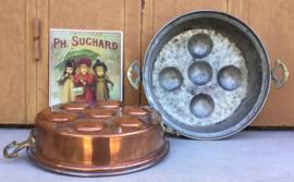 Zeldzaam grote poffertjespan van circa 1900 of nog ouder doorsnede 24 cm