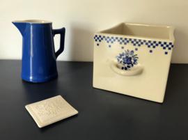 Frans blauw porseleinen kannetje gebroken witte binnenkant