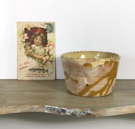 Antieke Provençaalse kaasmal ambachtelijk lichtgeel / oker