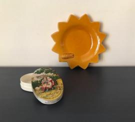 Frans aardewerk schoteltje bakje zonnetje met cigale vide poches