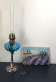 Franse tinnen olielamp met blauw glazen reservoir en lont