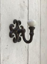 Franse gietijzeren wandhaakje met porseleinen knop