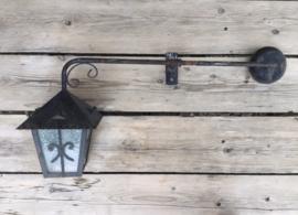 Robuuste lamp model lantaarn met figuurglas, gevellamp