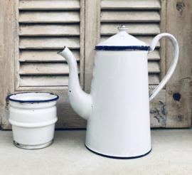 Witte cafetière met opzetstuk inclusief zeef en blauwe randen